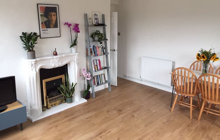 Bright double room in leafy Brockley