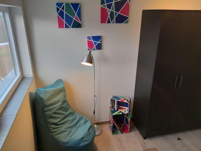 Chambre avec coin lecture