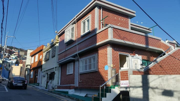 Ami house(Toseoung station/ Ja-gal-chi/NamPoDong)