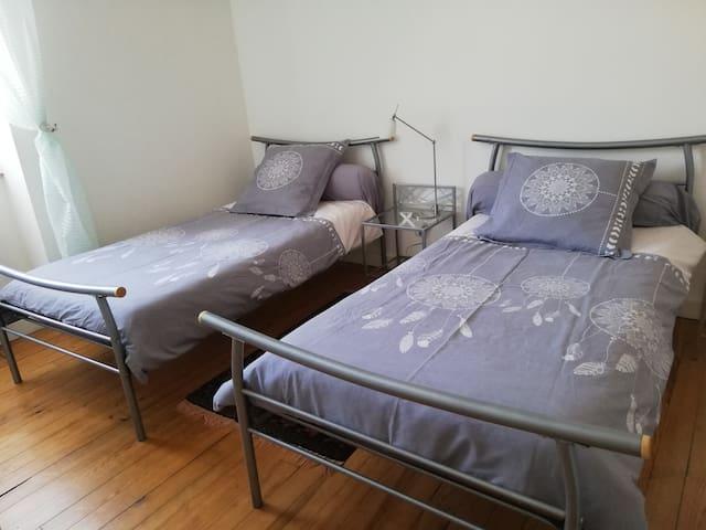 """chambre """"LASCAUX"""" commode et penderie"""
