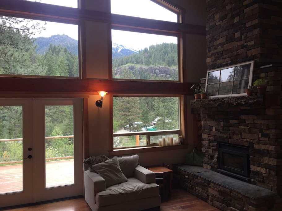 Living Room/Mountain View
