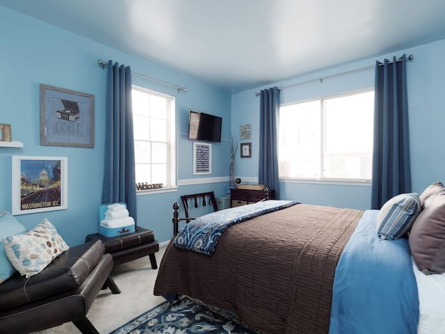 Jazzy Blue-Cozy Private Room/Bath nr Wash. D.C.
