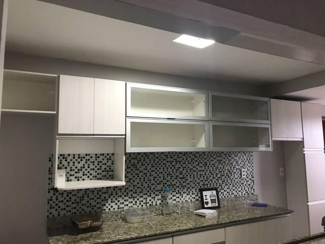 Apartamento climatizado em condomínio Dom Pedro