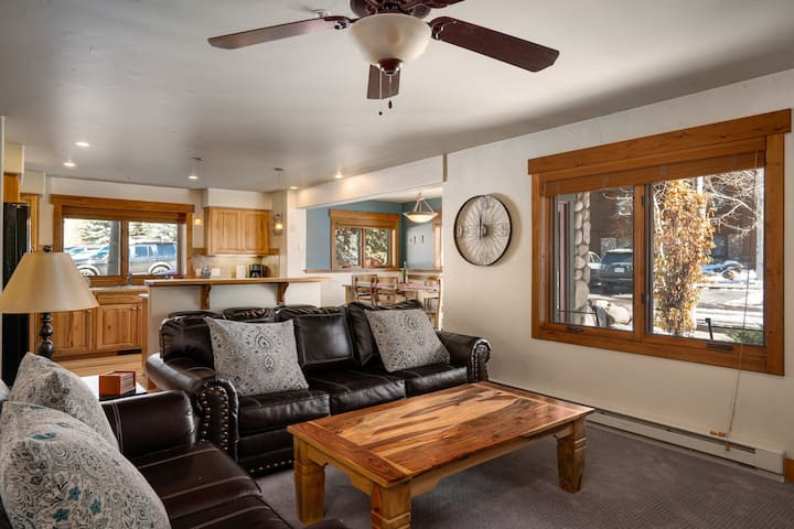 Mountain and Downtown Sweet Spot with Private Garage - Pines at Ore House 101