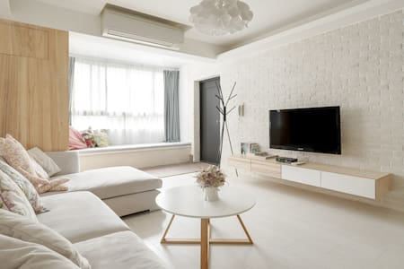Scandinavian Apt, 3 Ensuites , 8 mins to MRT!