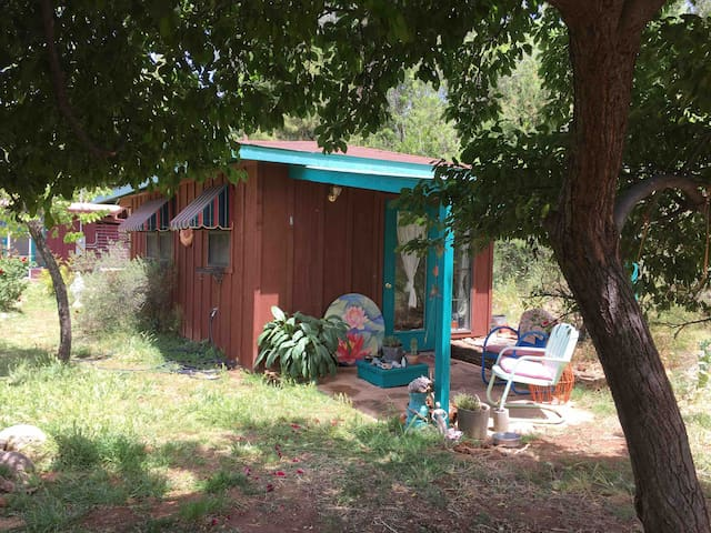 Whimsical ECO casita n WINE COUNTRY near creek