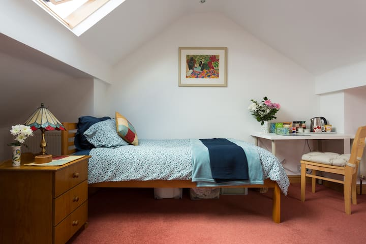 Lovely single attic room with ensuite