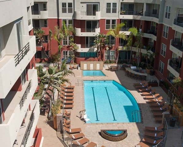 Private room, pool, jacuzzi & gym - Marina del Rey