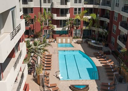 Private room, pool, jacuzzi & gym - Marina del Rey - Lejlighed