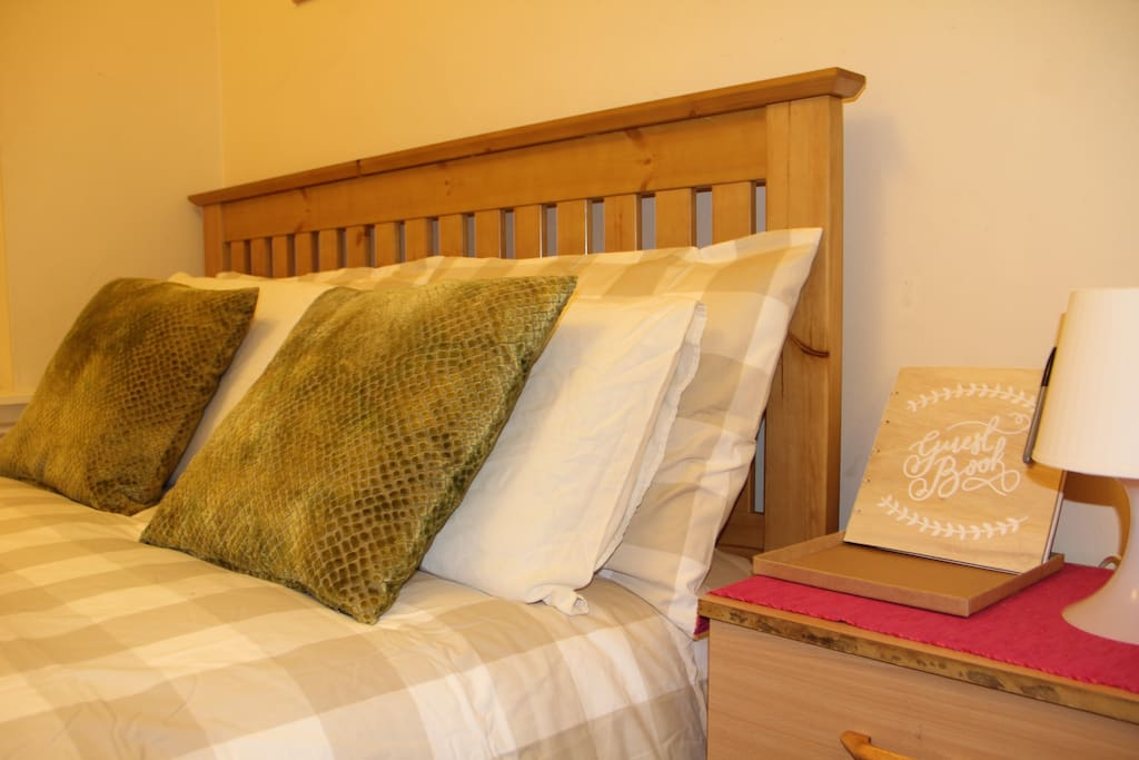Room 2E Room 2. Two double bed sized suitable for 4 person.