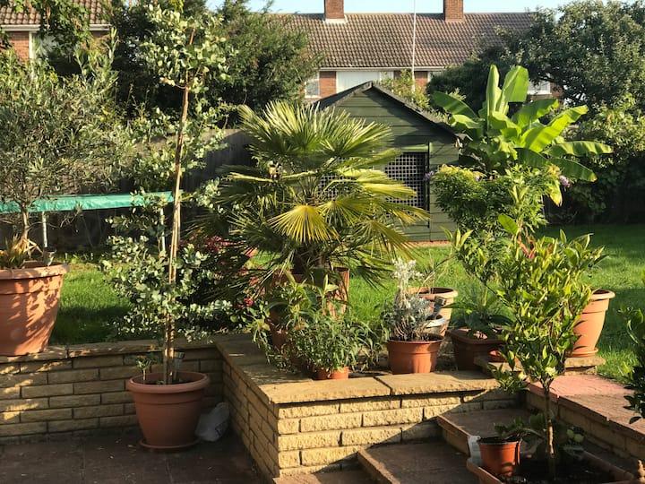 Spacious annex &  lovely garden close to Cambridge
