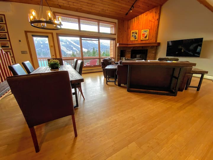 Condo with AC, fireplace, air hockey, fast wifi!