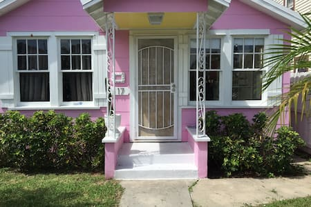 Pink House in Historic Lake Worth - Lake Worth