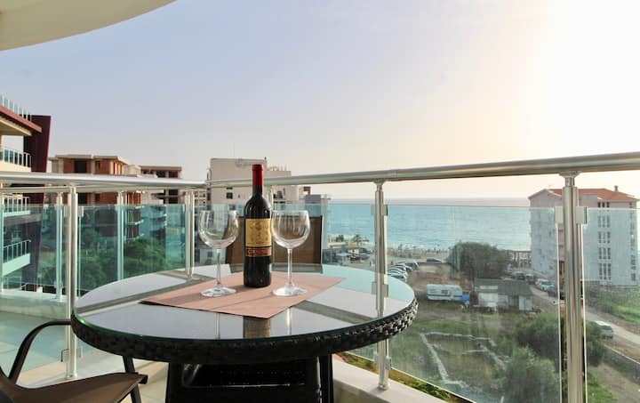 1bd Veliki Pjesak Center Apt w/ Amazing Sea Views