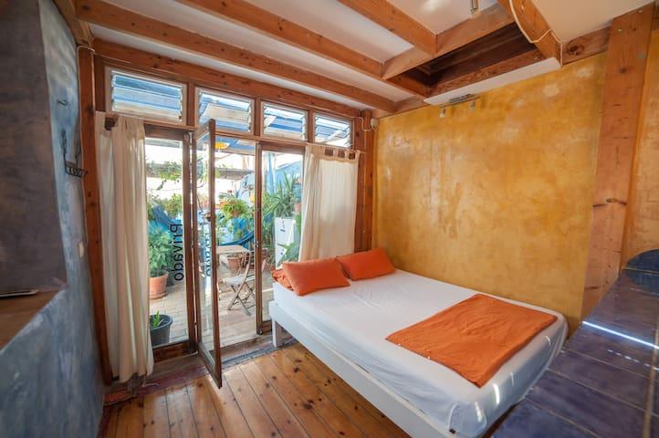 Casa Caracol; Hab doble en terraza con baño propio