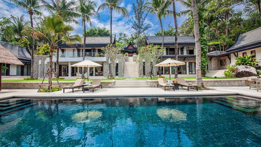 Villa Analaya - Beachfront Luxury Villa