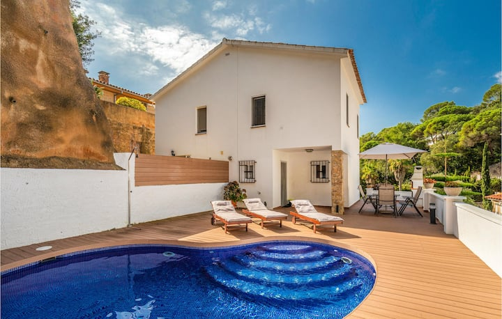 Awesome home in Lloret de Mar with Outdoor swimming pool, WiFi and 3 Bedrooms