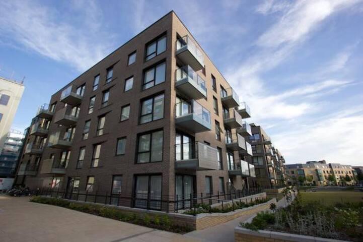 Modern flat next to train station - Cambridge - Apartamento