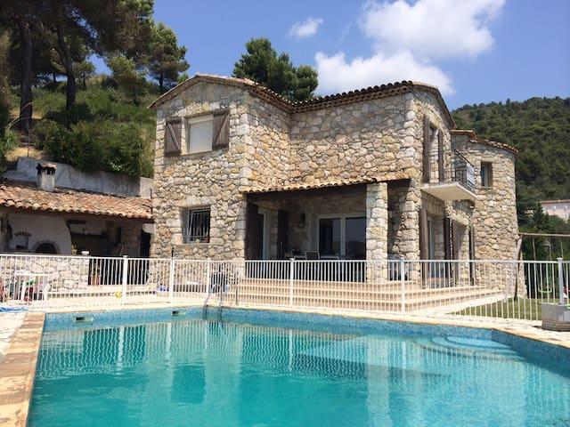 Villa avec piscine e garage  proche Nice - Tourrette-Levens