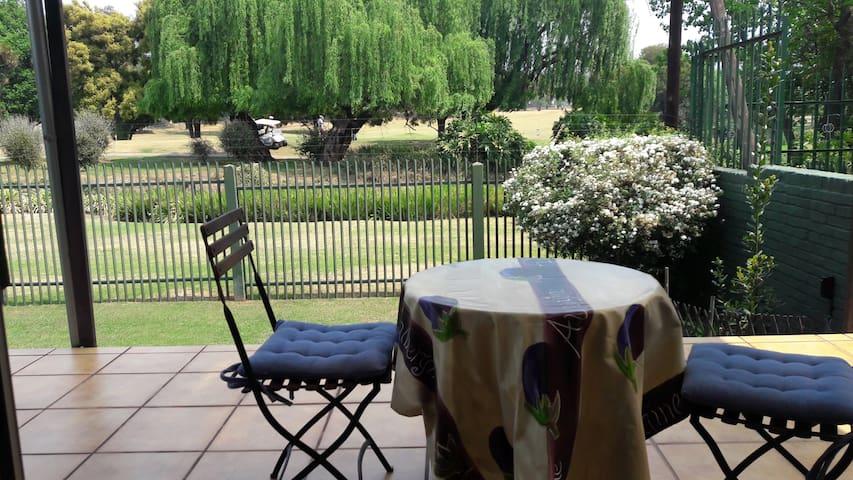Garden cottage in quiet, secure Dunvegan, Edenvale