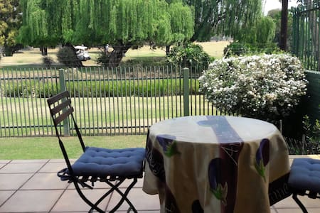 Garden cottage in quiet, secure Dunvegan, Edenvale
