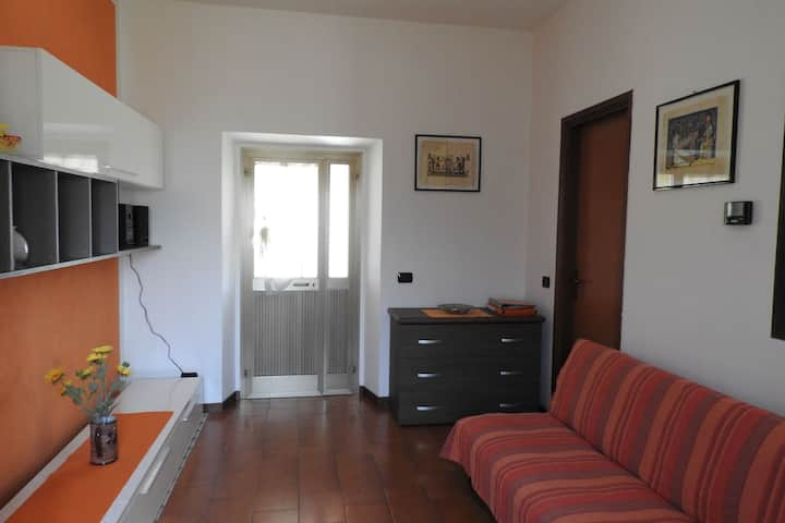 Acogedora casa de campo en Castelletto sopra Ticino cerca del río