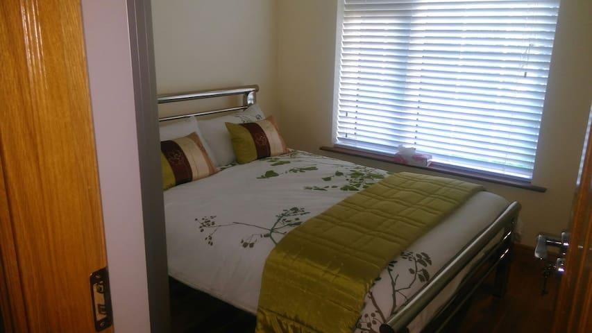 Clean & cosy bright double bedroom - Ennis - Casa