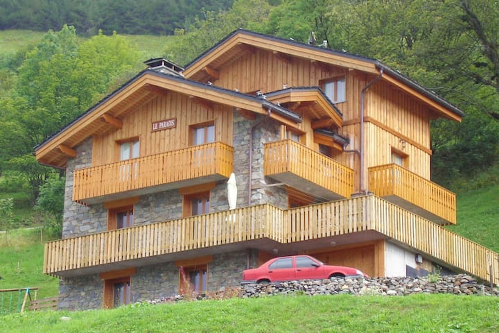 Well-equipped chalet with a fabulous location