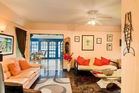 Allamanda Apartment - harbour view, luxury & cosy - Road Town