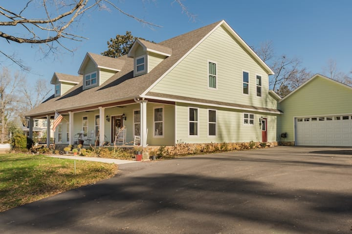 Large Home Overlooking Mineral Springs Park
