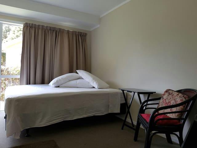 Te wharenui (The bedroom) - Kaitaia