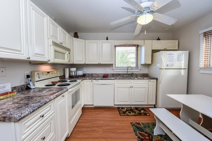 3 Bedroom across from Siesta beach access