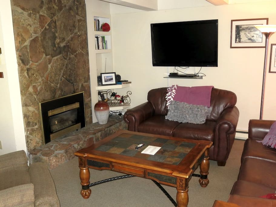 Living Room Are with Gas Burning Fire Place -   VAILBUTLER