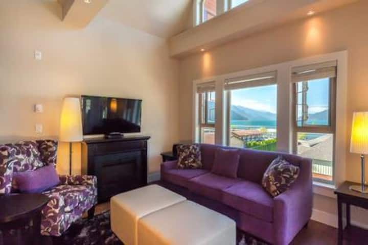 3 Bedroom Lakeview penthouse Suite