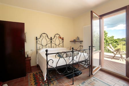 Fine double bedroom in the country - Tavullia
