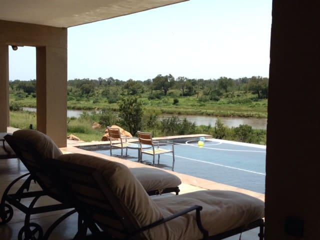 Lion Rock Lodge - Mjejane Game Reserve - Kruger