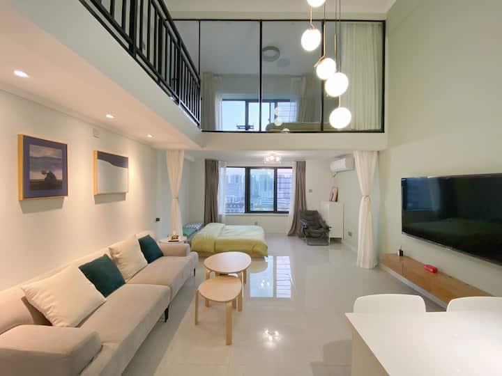 高层江景阳光设计型loft公寓大床房~近老山/青奥/地铁可达新街口/夫子庙~给你家一般温馨的体验