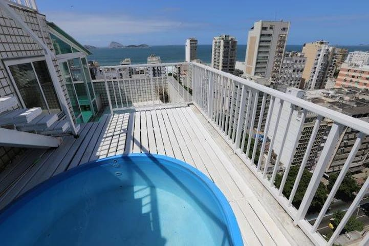 IPANEMA PENTHOUSE WITH VIEWS THE BEACH AND LAGOON