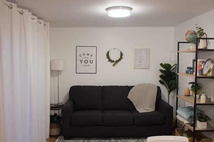 Bright Modern Apartment Retreat Near OSU