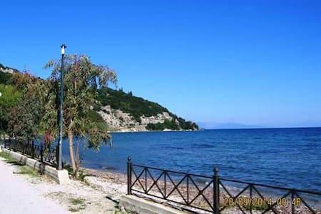 Seaside Property for 2-12 people, 200m from beach - Lefkimmi - Huoneisto