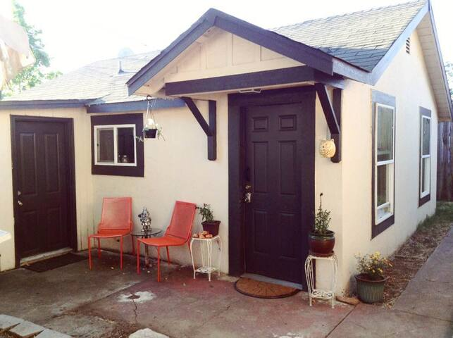 The Rogue Cottage: Private 1br Home - Medford - Rumah