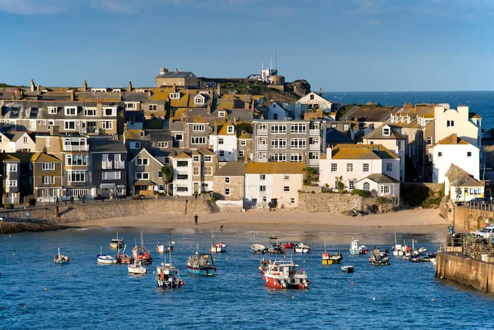 Surf Break 2BD St Ives Apartment W/ Sea Views+Spa Experience