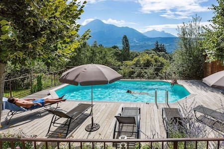 Lovely Suite with pool view - Chabottes - Aamiaismajoitus