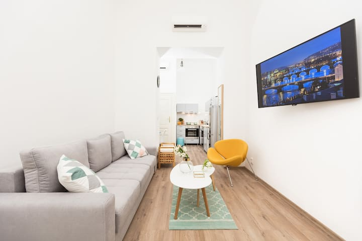 Apartment neat to Wencelas square with NETFLIX
