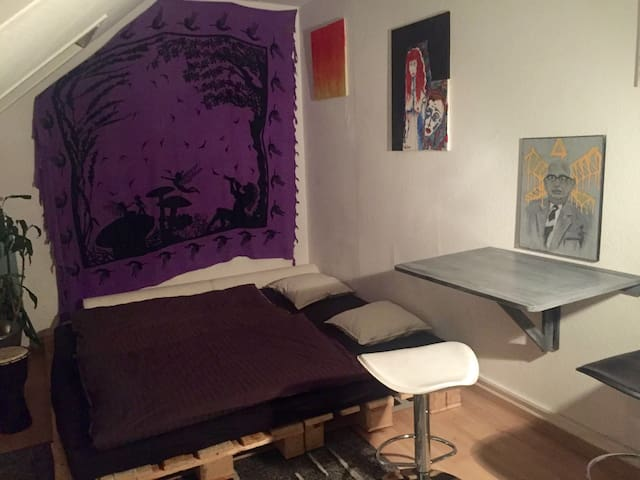 Cozy & Artsy Studio in the Heart of Frankfurt!