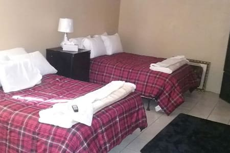 Large private bedroom w/Double beds - Laredo - 独立屋