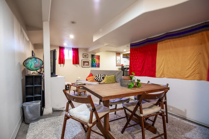 Walkable Hawthorne Suite, 10 min from Downtown!