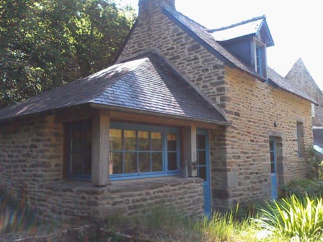 Moulin restauré dans forêt privée de 6 ha - Melgven