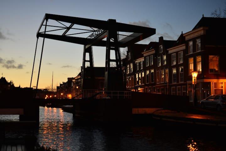 Prachtig gelegen woonark in het centrum van Leiden