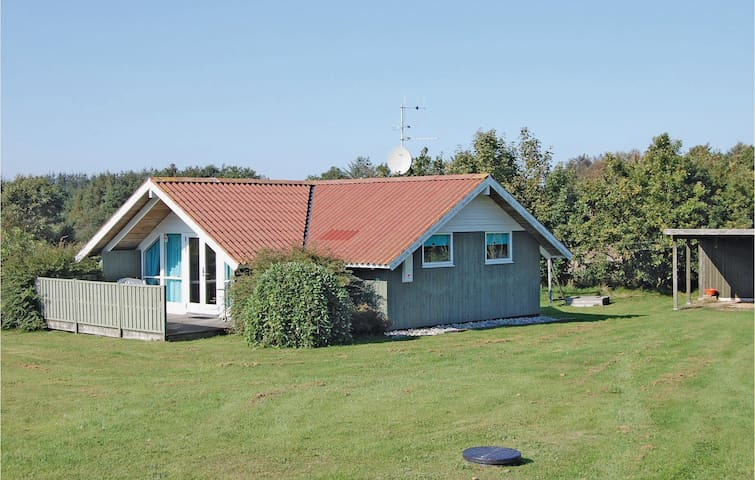 Holiday cottage with 2 bedrooms on 50 m² in Oksbøl